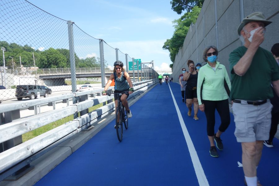 Crowded Tappan Zee bike path